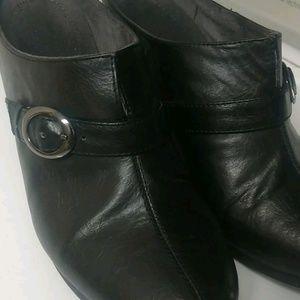 Black leather slip ons size 9W Flexisole w heels